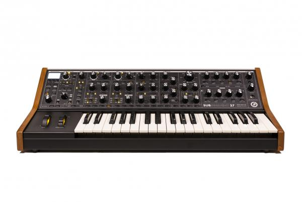 Synthesizer Moog Subsequent 37