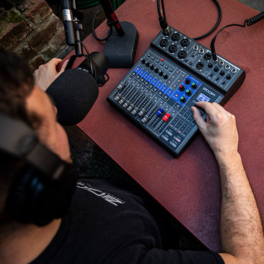 Analog mixing desk Zoom Podcasting pack